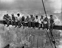 Déjeuner en haut d'un gratte-ciel